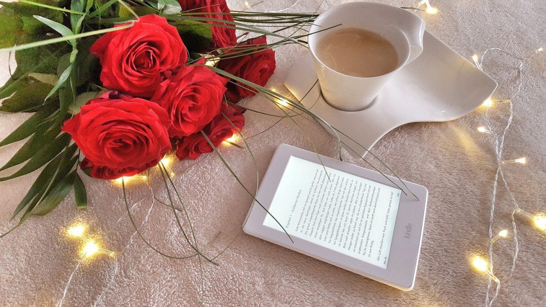 nook vs kindle ebook-reader-roses-cup-coffee
