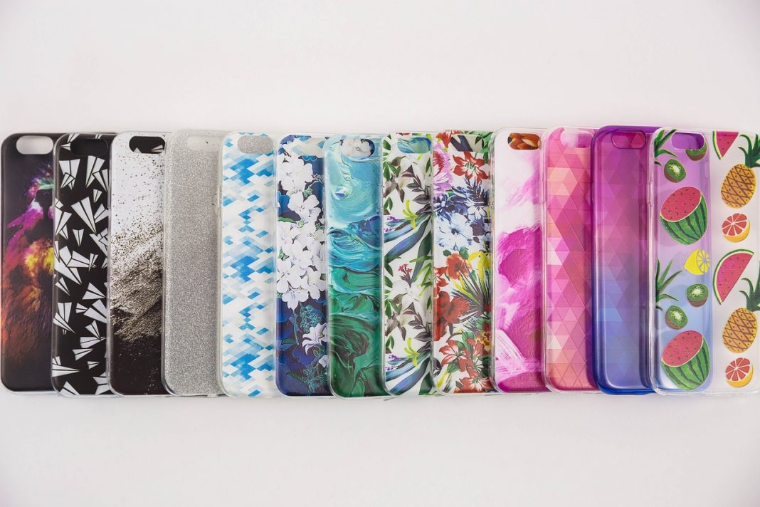 Different style of best phone cases in the table