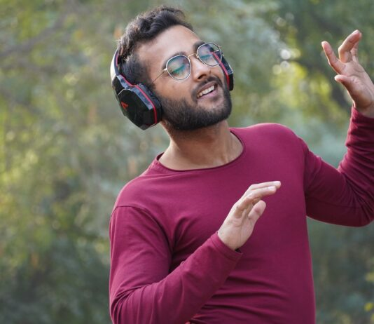 A man uses noise-canceliong headphones to block out the noise of cicadas.